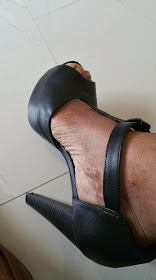 Breckelle's T-Strap in black